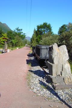 Restos del antiguo ferrocarril minero.